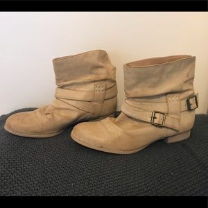 Diba Size 8 Slouchy Tan Flat Ankle Boots
